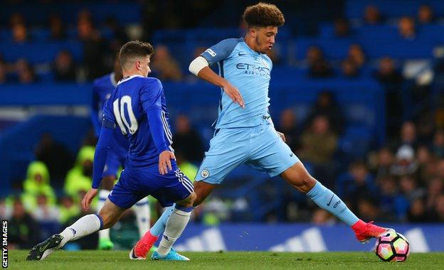 Jadon Sancho (r) during the FA Youth Cup final