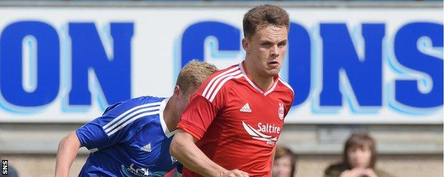 Aberdeen's Lawrence Shankland in action against Peterhead