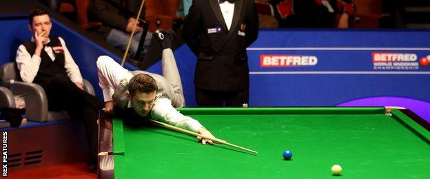 Mark Selby in action against Kyren Wilson