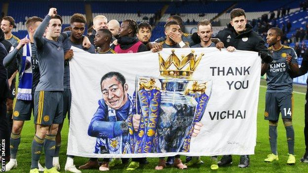 Leicester players hold a Vichai Srivaddhanaprabha banner