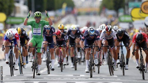 Mark Cavendish wins stage six