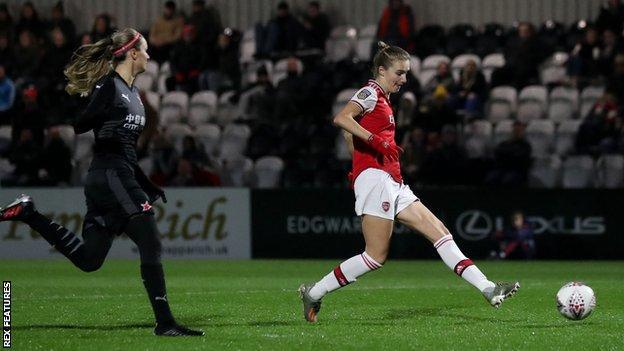 Vivianne Miedema scores the seventh goal