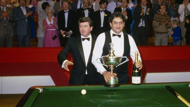 Joe Johnson collects the World Snooker Championship trophy in 1986