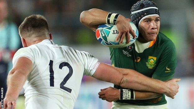 Cheslin Kolbe takes on Owen Farrell in the 2019 World Cup final