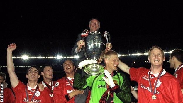 Manchester United players and manager Sir Alex Ferguson celebrate winning the Champions League in 1999