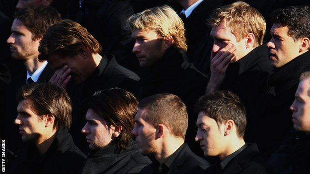 Enke's Germany team-mates at a memorial service at Hannover's stadium on 15 November 2009
