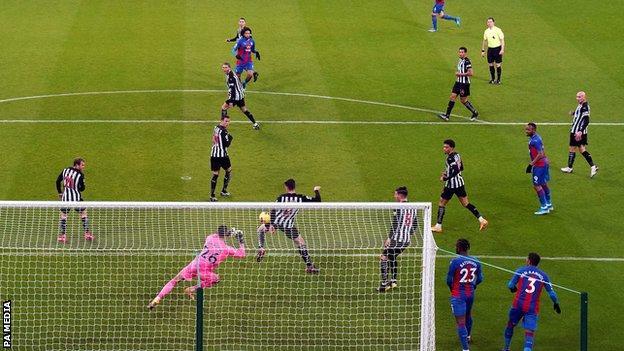 Jairo Riedewald scores Crystal Palace's first goal