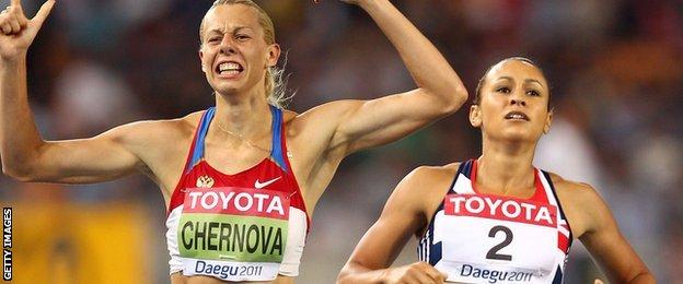 Tatyna Chernova and Jessica Ennis compete at Daegu 2011