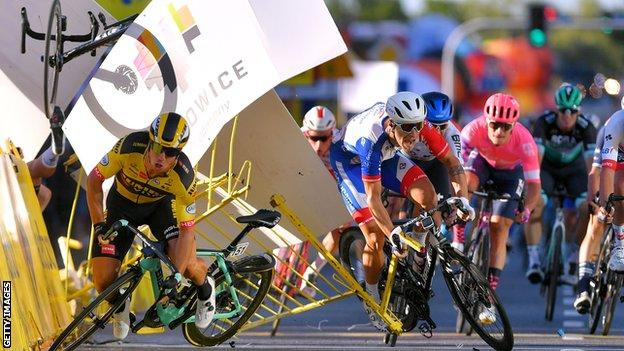 Dylan Groenewegen crashes at the Tour of Poland