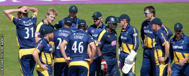 Glamorgan and Hampshire players convene on the pitch after Jimmy Adams (second left) is hit on the head
