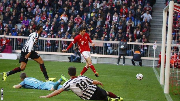 Robert Lewandowski scores 100th Bundesliga goal as Bayern