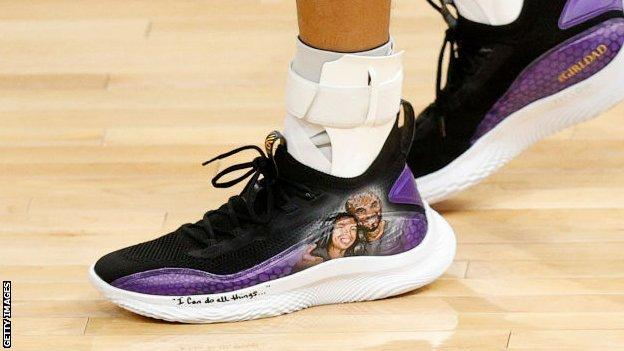 A shoe worn by Golden State Warriors' Stephen Curry was decorated with an image of the late Kobe Bryant and his daughter Gianna