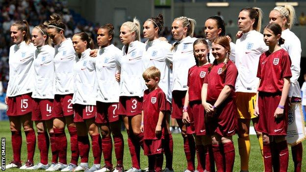 England women line up for their final World Cup warm up match against New Zealand