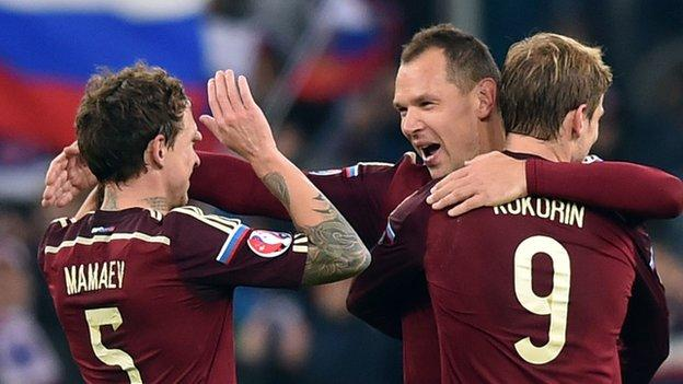 Russia celebrate qualifying for Euro 2016