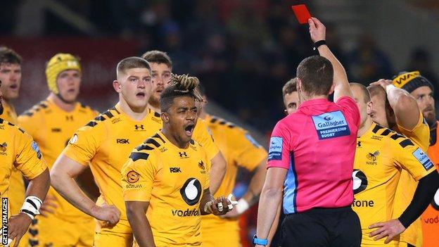 Paolo Odogwu shows his dissatisfaction with Tom Foley's red card