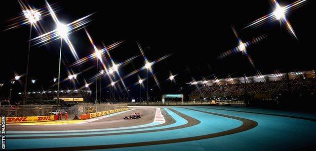 A view of Daniel Ricciardo at the 2015 Abu Dhabi Grand Prix