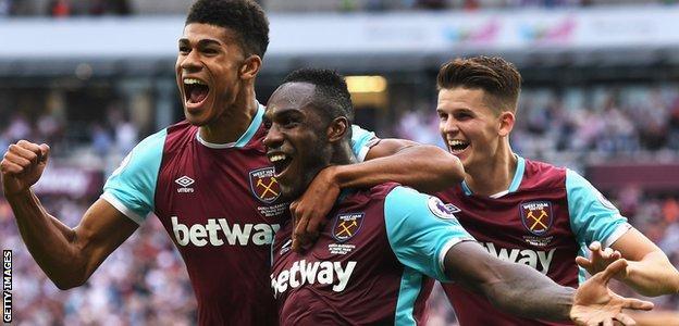 Michail Antonio celebrates with his West Ham team-mates