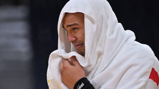 El pivote egipcio Mohamed Mamdouh Shabib respondió después de su derrota contra España al final del partido por la medalla de bronce de balonmano masculino.