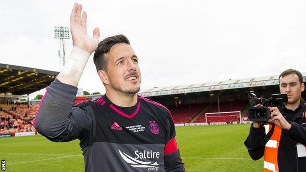 Aberdeen goalkeeper Jamie Langfield waves to the club's fans