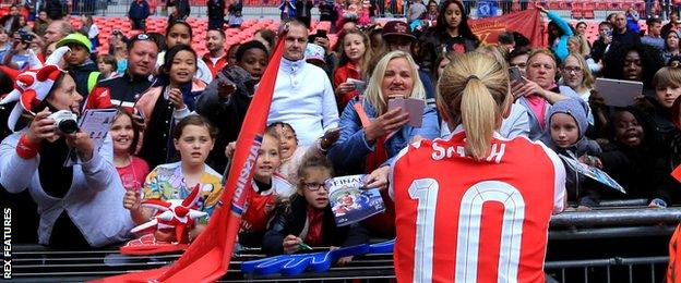 Kelly Smith signs autographs for fans