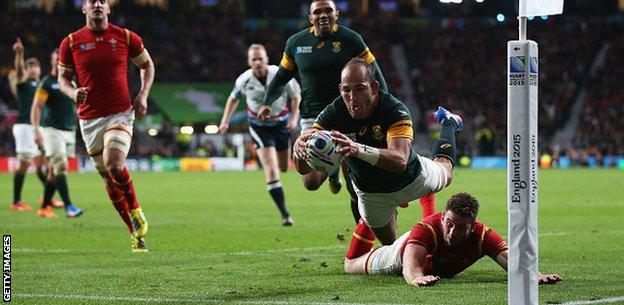 South Africa score a try against Wales