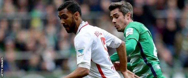 RB Leipzig defender Marvin Compper (left) in action against Werder Bremen
