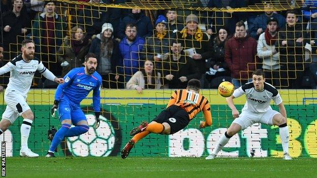 Jon Toral heads wide for Hull and against Derby