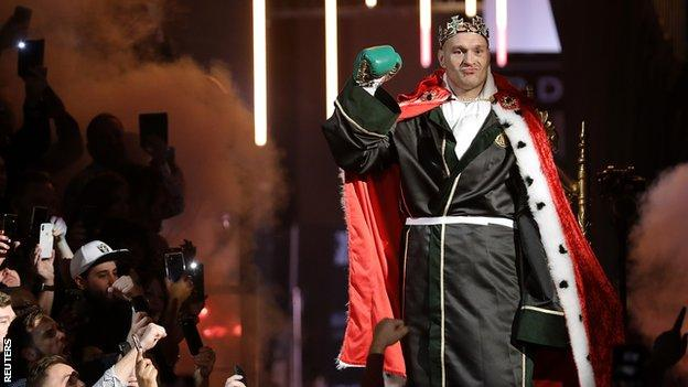 Tyson Fury makes entrance to the ring dressed up in a crown and robe