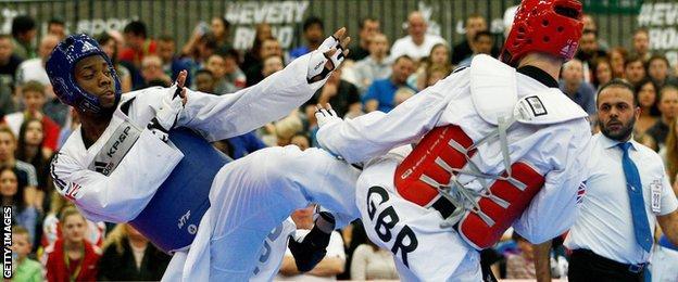 Lutalo Muhammad beats Damon Sansum at the World Taekwondo Grand Prix