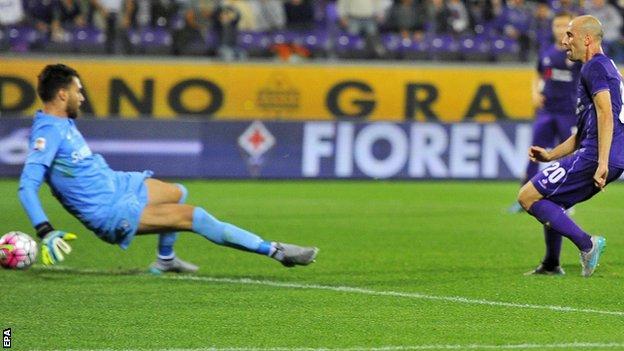 Borja Valero scores for Fiorentina against Atalanta