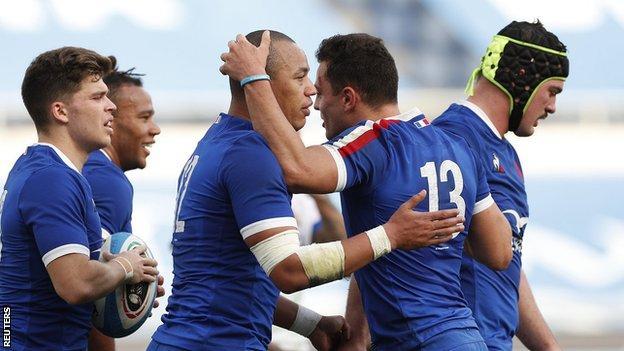 Gael Fickou scores for France