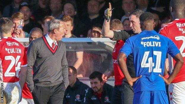 Lee Bowyer is sent to the stands