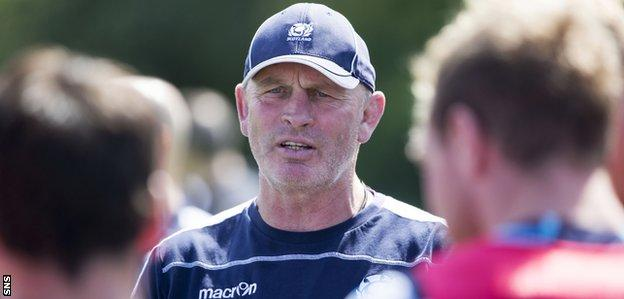 Scotland coach Vern Cotter talks to the Scotland players during training