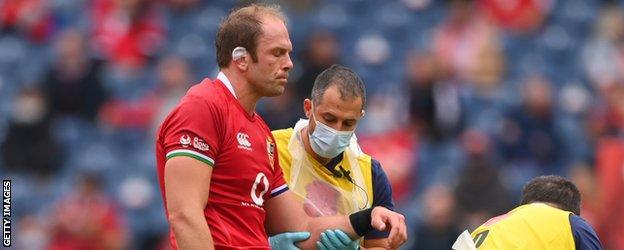 Alun Wyn Jones' arm is held by a doctor