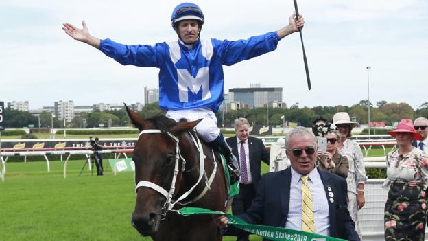 Winx: Australian horse wins 32nd consecutive race thumbnail