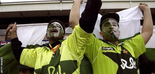 Pakistan cricket fans, 1999