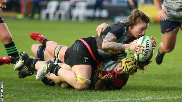 Jade Konkel scores a try for Harlequins