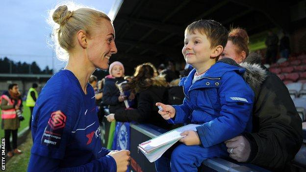 Sophie Ingle with a child Chelsea fan