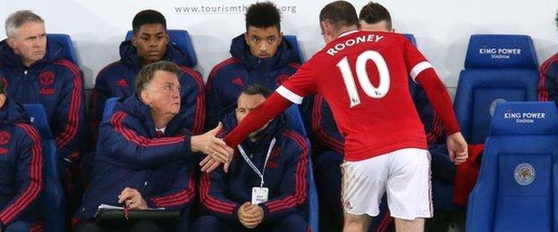 Wayne Rooney is subbed off for Manchester United