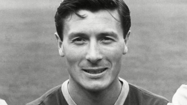 Jimmy McIlroy: Former Burnley & Northern Ireland forward dies thumbnail