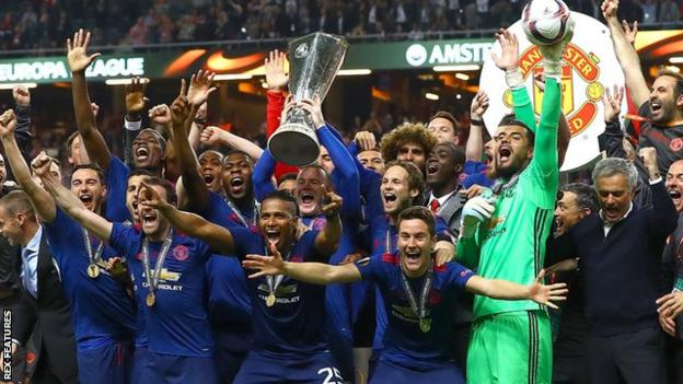 Manchester United's players celebrate after winning the 2017 Europa League final