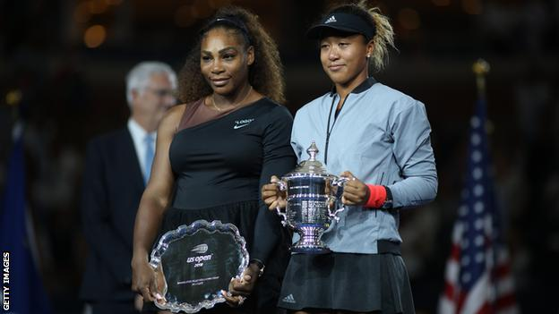 Serena Williams (left) and Naomi Osaka with their US Open trophies
