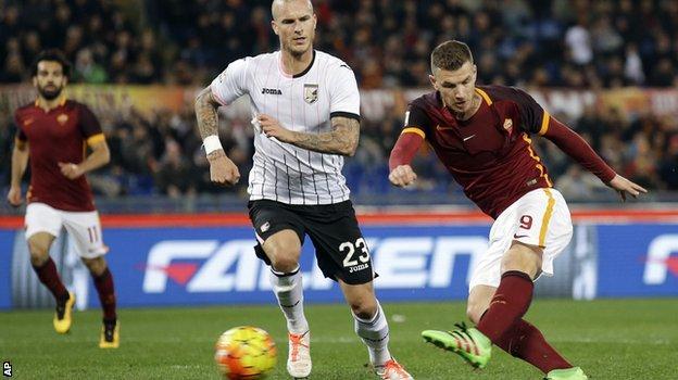 Edin Dzeko scores for Roma