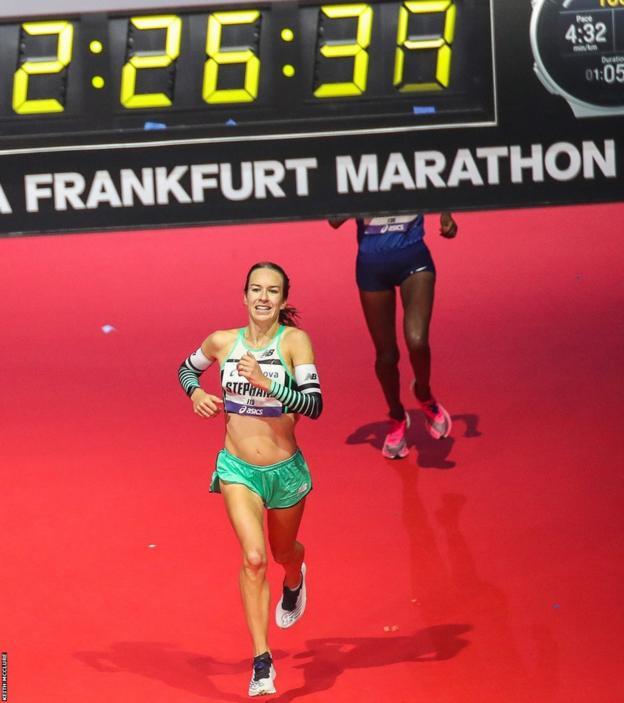 Steph Twell finishes Frankfurt marathon