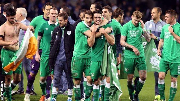 The Republic of Ireland players celebrate reaching Euro 2016