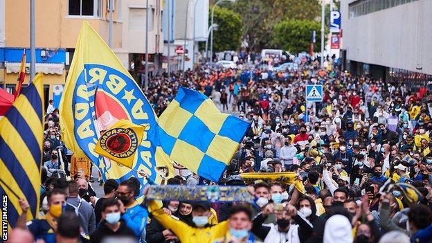 Fans protest outside the Ramon de Carranza stadium