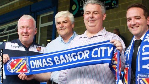 Manager Neville Powell, former Chairman Dilwyn Jones, new Chairman Ivor Jenkins and Commerical manager James Lees