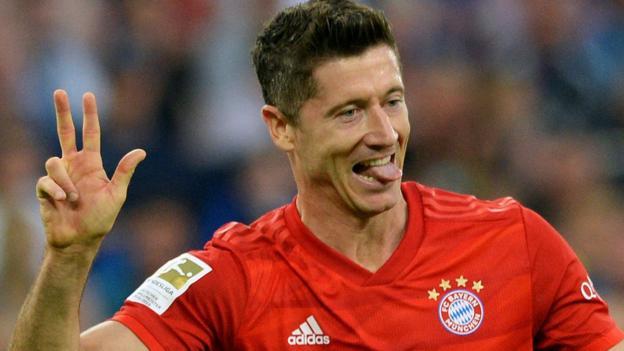 Schalke 0-3 Bayern Munich: Robert Lewandowski scores hat-trick thumbnail