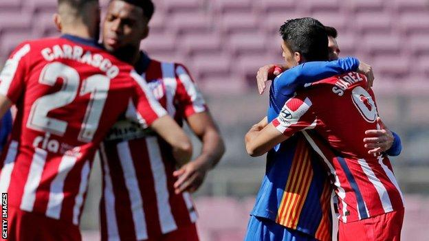 Luis Suarez and Lionel Messi embraced before kick-off