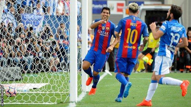 Luis Suarez celebrates scoring Barcelona's second goal